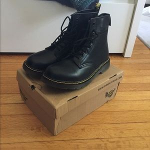 DR. MARTENS 1460 Classic Boots